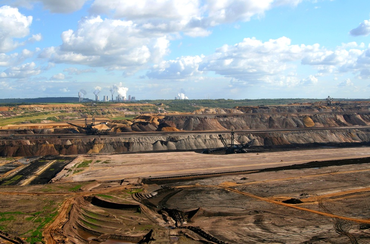 Těžba hnědého uhlí, povrchový lom