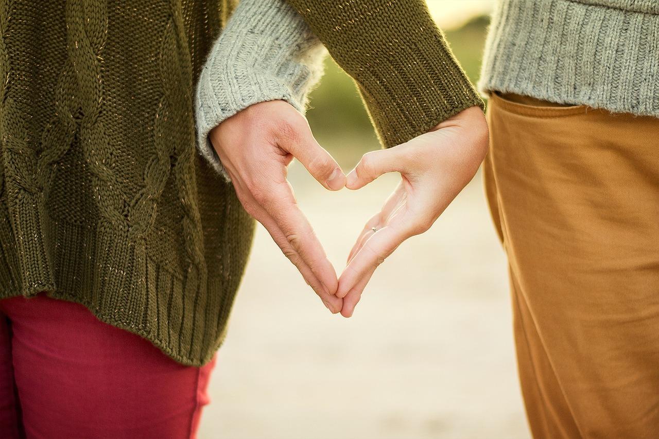 Ruce, srdce, láska (ilustrační foto)