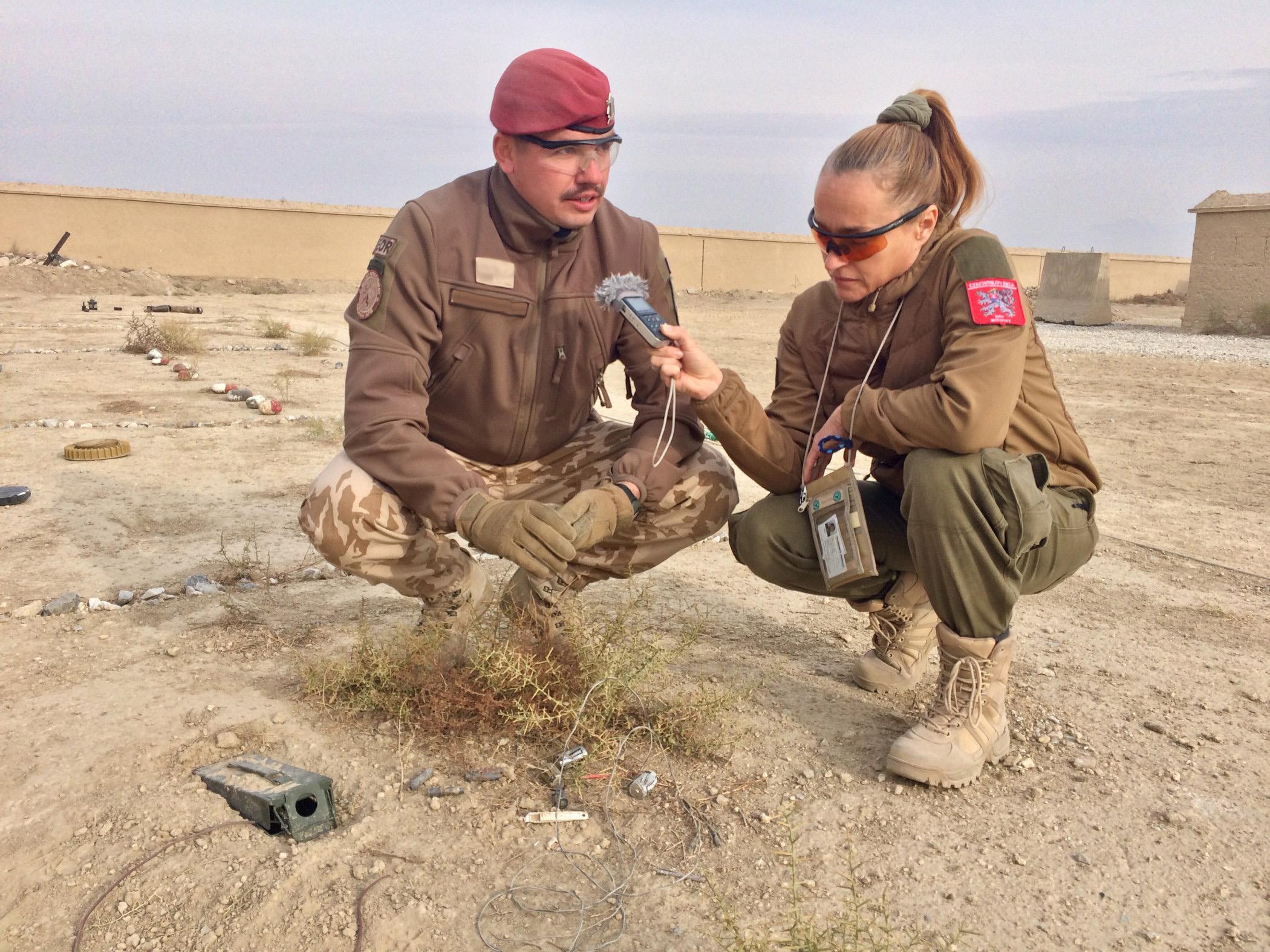 Lucie Výborná s vojákem