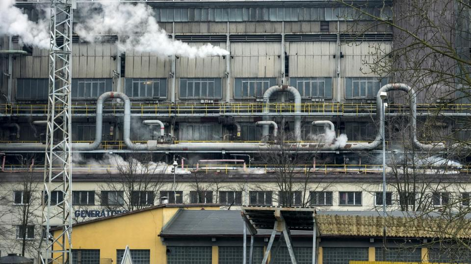 Je to právě zpracovatelský závod Sokolovské uhelné, který Vřesové dominuje: plynárna, teplárna, paroplynová elektrárna nebo nově vybudované centrum pro zpracování odpadů z Karlovarského kraje. Teplo odsud míří do Karlových Varů, Chodova a Nového Sedla