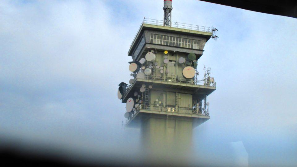 Sousední radiotelekomunikační věž