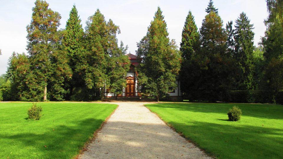 Lázeňský park kolem Pitného pavilonu