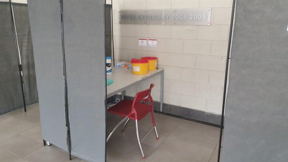 Očkovací centrum v KV Areně nahradí to, které fungovalo v nemocnici