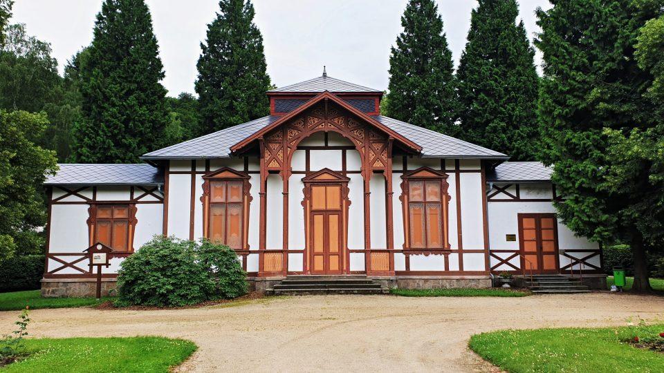 Obecní kino Kyselka, dříve hala pro lázeňské pitné kúry