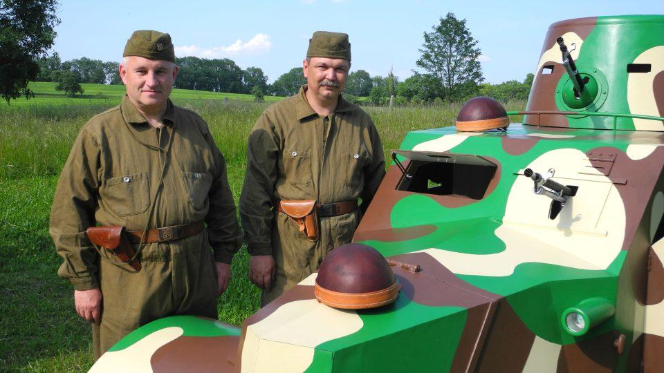Leopold Vlk a František Hyčka postavili repliku obrněného vozidla Tatra