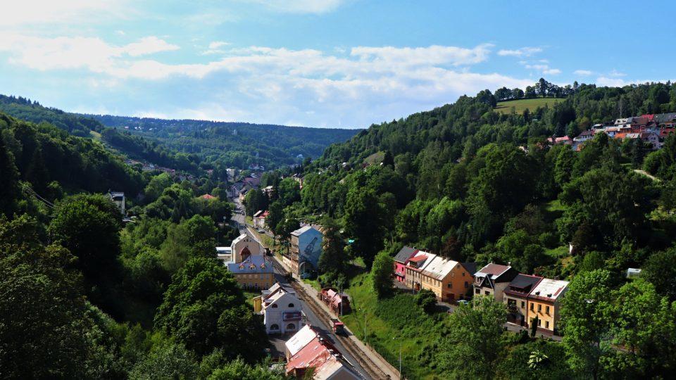 Město Jáchymov je položeno na kopcích