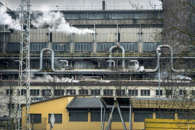 Je to právě zpracovatelský závod Sokolovské uhelné,  který Vřesové dominuje: plynárna,  teplárna,  paroplynová elektrárna. Teplo odsud míří do Karlových Varů,  Chodova a Nového Sedla | foto: Michaela Danelová,  Český rozhlas