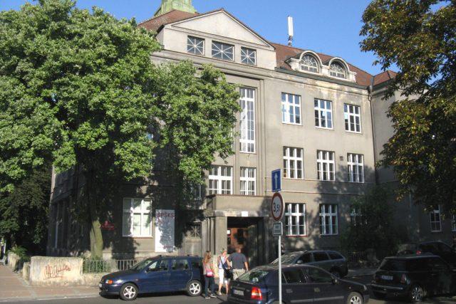 Střední keramická škola v Karlových Varech dostala nový název