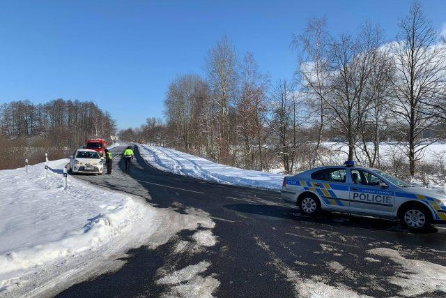 Policisté v Karlovarském kraji od pátku kontrolují silnice na hranicích okresů Cheb a Sokolov