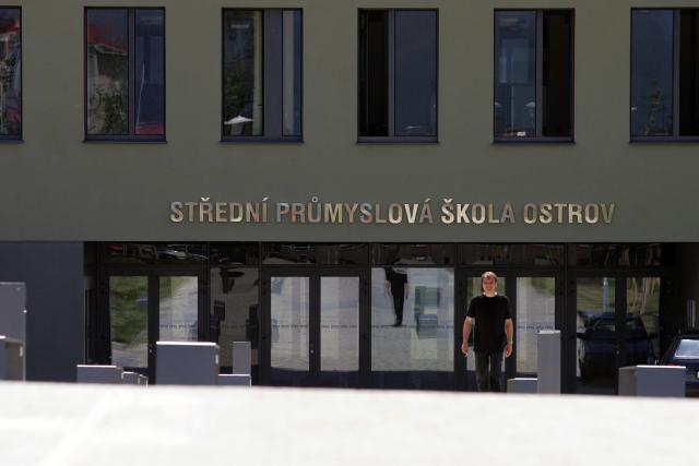 Střední průmyslová škola Ostrov a její ředitel Pavel Žemlička